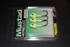 Mustad SD824 Shad Darter Jig Head - 3/8 oz - 3/0 Hook - Glow Green UV